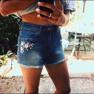 Pants - Floral embroidered mid-rise denim shorts